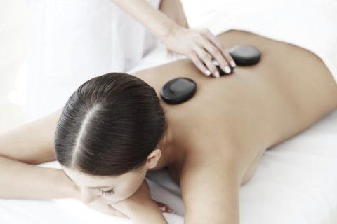 masaż gorące kamienie